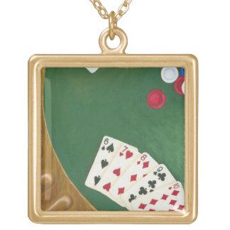 Mano de póker que gana seis a diez colgante cuadrado