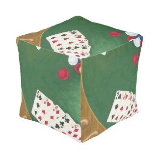 Mano de póker que gana seis a diez pouf cuadrado