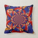 mano del caleidoscopio que juega el azul anaranjad almohada