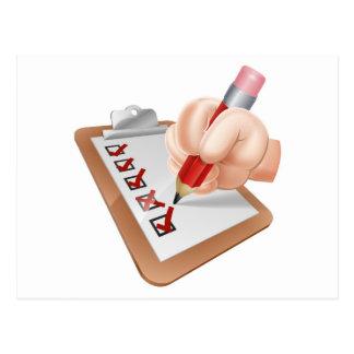 Mano del dibujo animado y tablero de la encuesta tarjeta postal