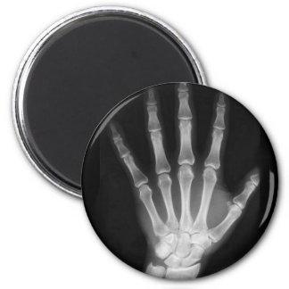 Mano del esqueleto de la radiografía de B&W Imán Redondo 5 Cm