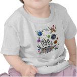 Mano del fondo del personalizable de la humanidad camisetas