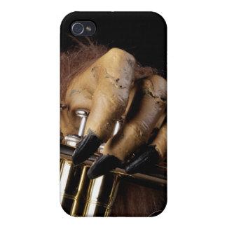 Mano del monstruo de la trompeta de Halloween iPhone 4 Cárcasa
