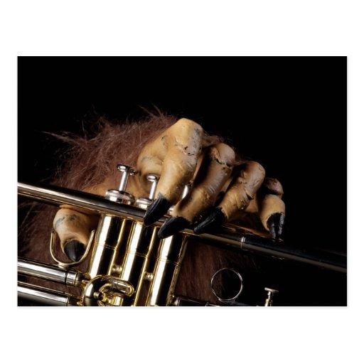 Mano del monstruo de la trompeta de Halloween Postales