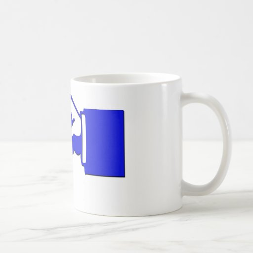mano del punto clave en la taza
