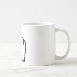 Mano del tecleo del cursor taza de café