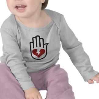 Mano en el corazón - punk alternativo de la roca camiseta