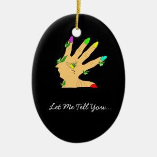 mano mágica con los clavos de los colores adorno navideño ovalado de cerámica