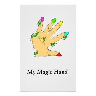 mano mágica con los clavos de los colores papelería