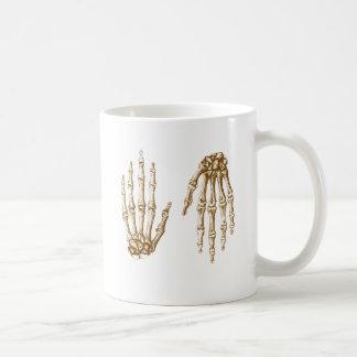 Mano para arriba abajo de la sepia taza de café