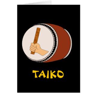 Mano que celebra teclear japonés del tambor de tarjeta de felicitación
