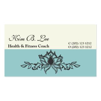 Mano que dibuja al instructor de la yoga de la tarjetas de visita