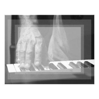 mano que juega música del varón del bw del teclado plantillas de membrete