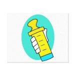 Mano que sostiene el biberón amarillo abstracto impresión en lona estirada