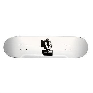 Mano y martillo tabla de skate