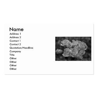Manojo blanco y negro de rosas tarjeta de negocio