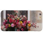 Manojo colorido de rosas plásticos funda barely there iPhone 6 plus