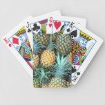 Manojo de las piñas barajas de cartas