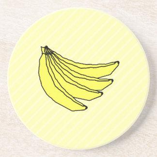 Manojo de plátanos amarillos posavasos cerveza