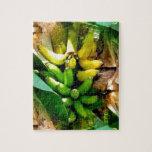 Manojo de plátanos amarillos y verdes deliciosos puzzle