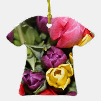 Manojo de ramo de los tulipanes adorno de cerámica en forma de camiseta