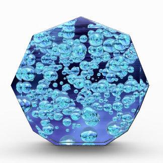 Manojo inspirado de la burbuja burbujeante