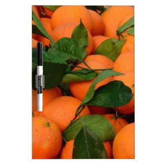 Manojo precioso de naranjas pizarra