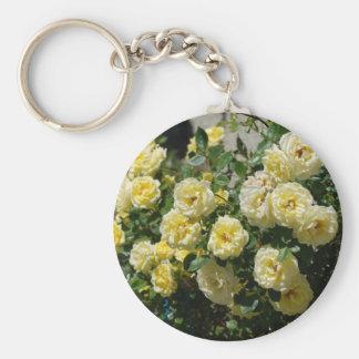 manojo precioso de rosas amarillos llavero redondo tipo pin