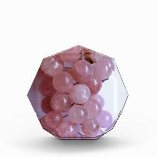 Manojo precioso de uvas color de rosa