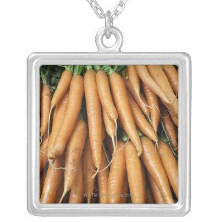 Manojos de zanahorias marco completo collares