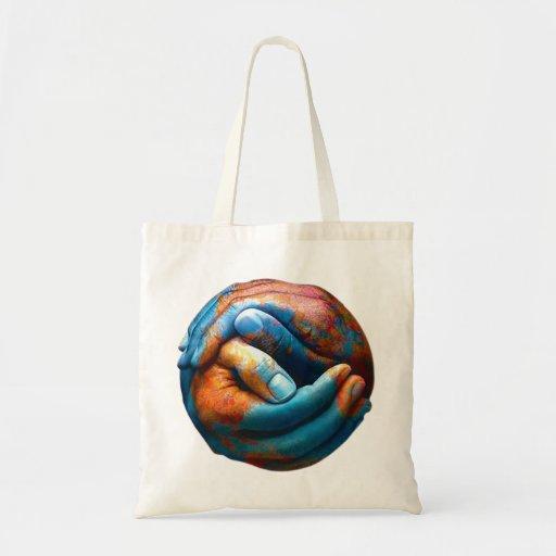 Manos abrochadas que forman paz de mundo de la tie bolsas lienzo