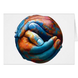 Manos abrochadas que forman paz de mundo de la tie tarjeta de felicitación