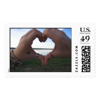 Manos adornadas… timbre postal