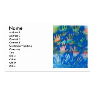 Manos anaranjadas en un fondo azul tarjeta de negocio