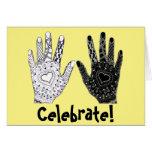 Manos blancos y negros de la amistad tarjeta de felicitación