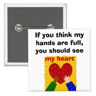 Manos completas, corazón completo pin cuadrada 5 cm
