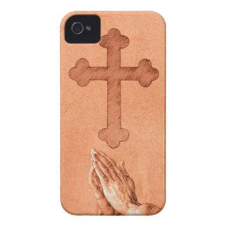 Manos de rogación con la cruz Case-Mate iPhone 4 carcasa