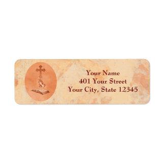 Manos de rogación con la cruz y la biblia etiqueta de remitente