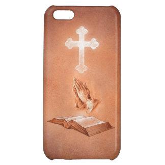 Manos de rogación con la cruz y la biblia
