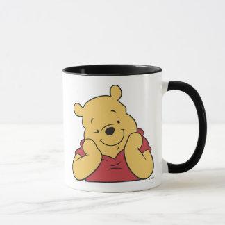 Manos de Winnie the Pooh en la sonrisa de la cara