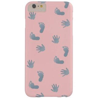 Manos del bebé y pies casos de iPhone y del iPad Funda De iPhone 6 Plus Barely There