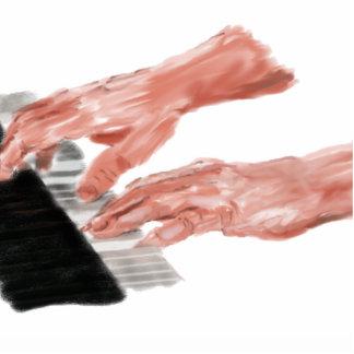 Manos del teclado de piano que juegan diseño de la escultura fotográfica