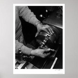 Manos del trabajador 1943 del torno póster