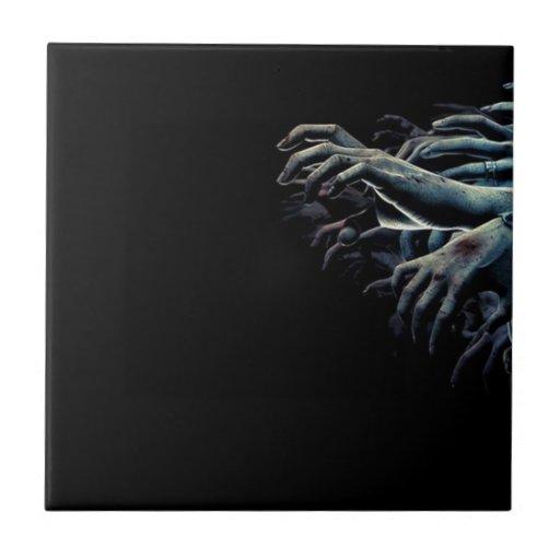 Manos del zombi azulejo cuadrado pequeño