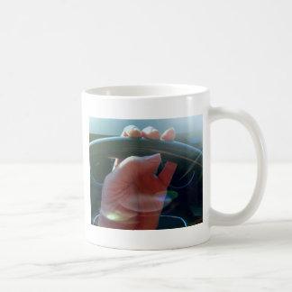 Manos en fotografía artística del volante taza de café