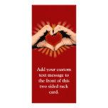 Manos en la forma de un corazón, diseño del amor tarjetas publicitarias a todo color