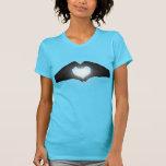 Manos en silueta de la forma del corazón camisetas