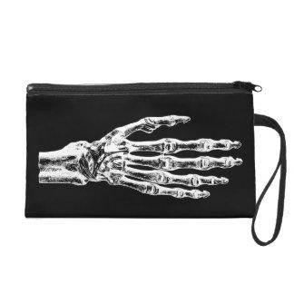 Manos fantasmagóricas del esqueleto del zombi de