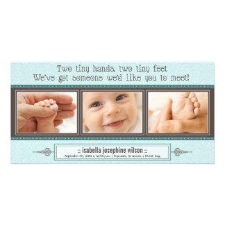 Manos minúsculas, pies minúsculos de invitación de tarjetas fotográficas