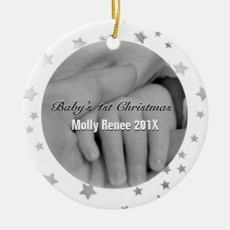 Manos personalizadas 1r navidad del padre del bebé adorno navideño redondo de cerámica